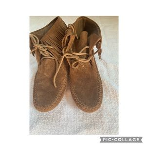 Tory Burch Sonoma Ankle moccasin boots  size 5.5
